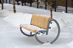Banc de jardin en hiver Photo stock