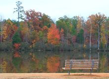 Banc de lac photos stock