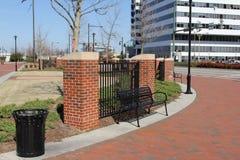 Banc de parc en parc de ville Photo libre de droits