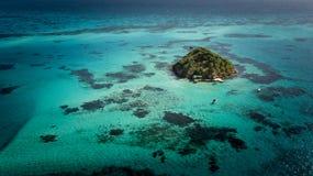 Banc de sable de crabe outre de la côte de l'île de Providencia en Colombie images stock
