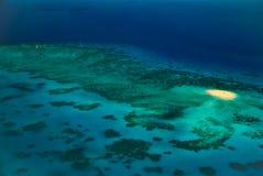 Banc de sable d'Upolu parmi le récif de barrière grand de récifs Photographie stock