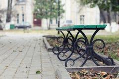 Banc en automne de parc photographie stock