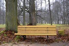 Banc en bois photographie stock libre de droits