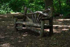 Banc en bois sous la nuance Images libres de droits