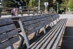 Banc en bois sur une plate-forme de visionnement Photo libre de droits