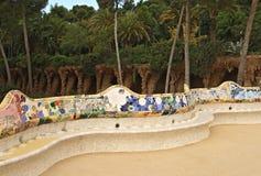 Banc en céramique chez Parc Guell Image stock