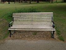 Banc en parc à Londres Photographie stock libre de droits
