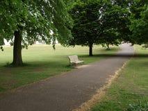 Banc en parc à Londres Photos libres de droits