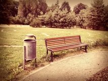 Banc en parc Photos stock