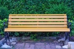 Banc en parc d'été Photos stock