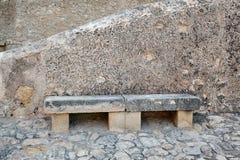 Banc en pierre en Santa Barbara Castle, Espagne, Alicante Photographie stock