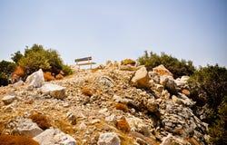 Banc isolé sur le dessus de roche Photos libres de droits