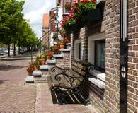 Banc pour la maison hollandaise de canal Images libres de droits