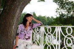banc rêvant la femme mûre Photographie stock libre de droits
