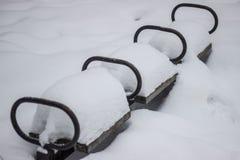 Banc sous la neige Images libres de droits