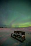 Banc sous les lumières nordiques Photographie stock libre de droits