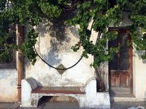 Banc sur le trottoir, Sicile Photographie stock libre de droits