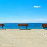Banc, terrasse et océan, Ligury, Italie Photographie stock libre de droits