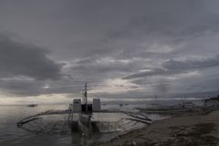 Banca-Boot an der Dämmerung, Panglao, Bohol, Philippinen Lizenzfreies Stockbild