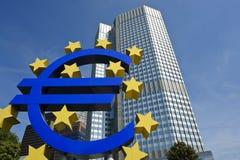 Banca Centrale Europea con l'euro segno, Francoforte Fotografia Stock Libera da Diritti