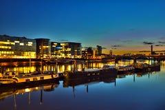 Banca di fiume di Londra al tramonto Immagini Stock