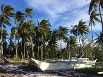 Banca fartyg på Filippinerna för strand för sand för Panglao ö vit Arkivbild