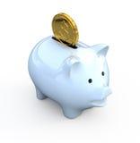 Banca Piggy con la moneta di oro Fotografia Stock
