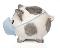 Banca Piggy con una mascherina chirurgica immagini stock