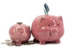 Banca piggy della madre con il porcellino Fotografia Stock Libera da Diritti