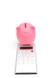 Banca Piggy e calcolatore Fotografia Stock Libera da Diritti