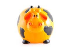 Banca Piggy sotto forma della mucca arancione Fotografia Stock
