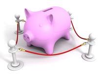 Banca rosa dei soldi di porcellino dietro della barriera della corda rossa Fotografie Stock