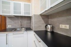 Bancada moderna da cozinha Imagens de Stock Royalty Free
