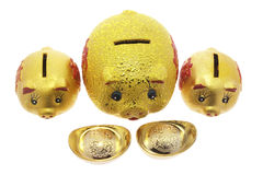Banche Piggy e lingotti dell'oro Immagine Stock Libera da Diritti