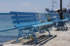 Banchi blu alla spiaggia Fotografie Stock