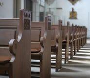 banchi di chiesa Fotografie Stock Libere da Diritti