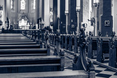 Banchi di chiesa della chiesa Fotografia Stock