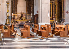Banchi di chiesa della chiesa Immagine Stock Libera da Diritti