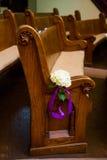 Banchi di chiesa storici di legno della chiesa Immagine Stock Libera da Diritti