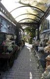 Banchi di legno del giardino e del vagone Immagini Stock Libere da Diritti