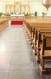 Banchi ed altare in cattedrale luterana evangelica Fotografia Stock Libera da Diritti