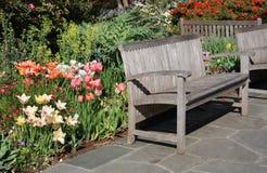 Banchi nel giardino Fotografia Stock Libera da Diritti