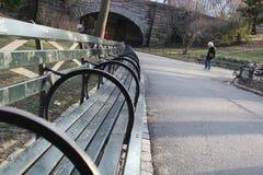 Banchi in un parco Immagini Stock Libere da Diritti