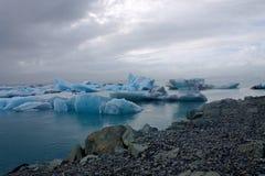 Banchise sulla laguna del ghiacciaio di Jokulsarlon del lago Fotografia Stock