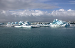 Banchise sulla laguna del ghiacciaio di Jolulsarlon del lago Immagini Stock