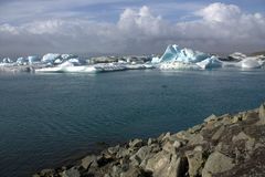 Banchise sulla laguna del ghiacciaio di Jolulsarlon del lago Fotografia Stock