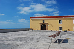 Banco alla spiaggia Fotografia Stock