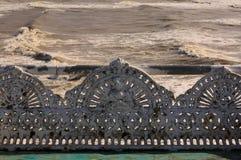 Banco antigo do ferro fundido no beira-mar Fotos de Stock