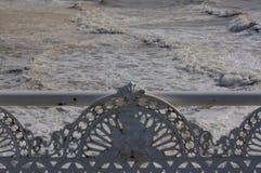Banco antigo do ferro fundido no beira-mar Foto de Stock Royalty Free
