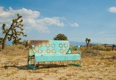 Banco azul claro olvidado en la California Deser fotos de archivo libres de regalías
